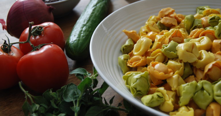 How to: Easy Lunch – Greek Tortellini Salad