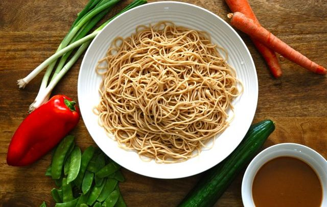How to: Healthy Lunch – Peanut Noodle Salad
