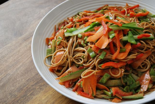 How to: Healthy Lunch - Peanut Noodle Salad - How to Eat