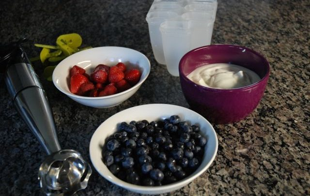 How to: Healthy Snack – Fruit and Yogurt Popsicles