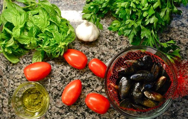 How To: Quickie Meal – Tomato, Basil and White Wine Mussels