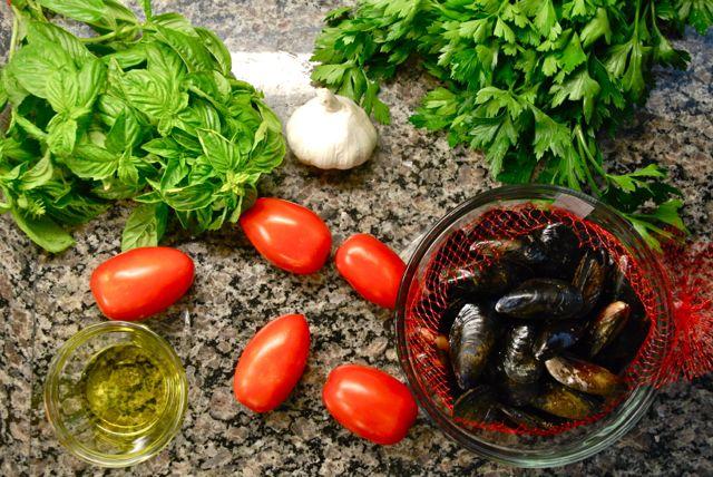 Tomato Basil and White Wine MusselsTomato Basil and White Wine Mussels