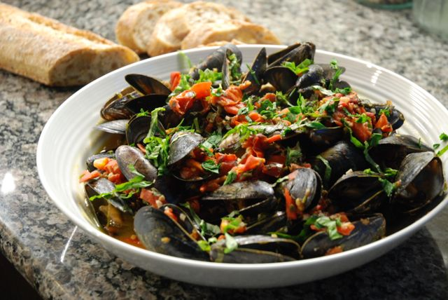 Tomato Basil and White Wine Mussels