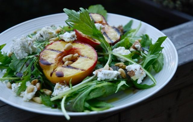 How to: Seasonal Cooking – Grilled Peach Farmers' Market Salad