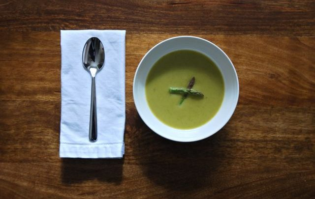 How to: Seasonal Cooking – Roasted Asparagus Soup