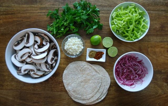 How to: Seasonal Cooking – Mushroom & Pepper Tacos with Quick Pickled Onions