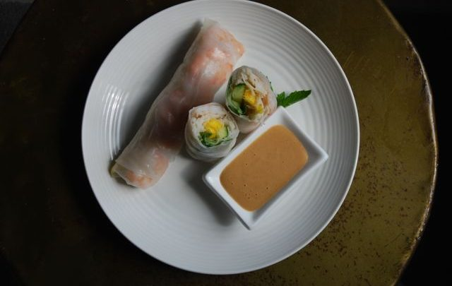 How to: Healthy Appetizer – Shrimp and Mango Fresh Rolls with Peanut Dipping Sauce
