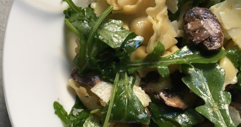 How To: Quickie Meal – Tortellini Salad with Mushrooms, Arugula, and Lemon Dijon Vinaigrette